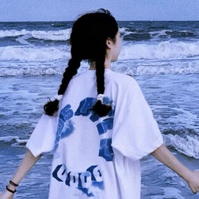 小清新在海边牵手的情侣头像