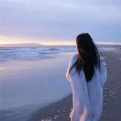 微信头像女生海边背影
