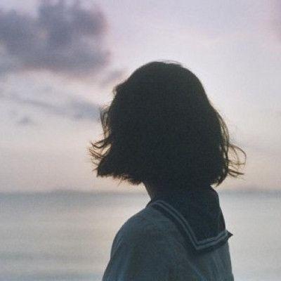 微信女生背影头像短发