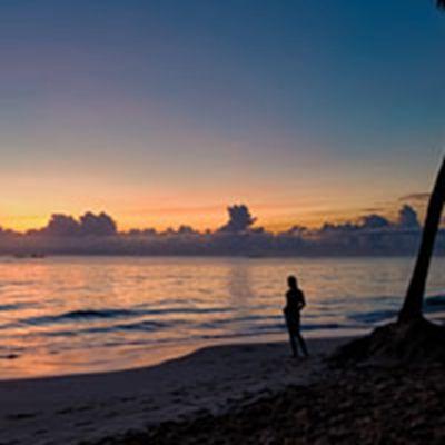 海边背影头像 在海边的背影女生
